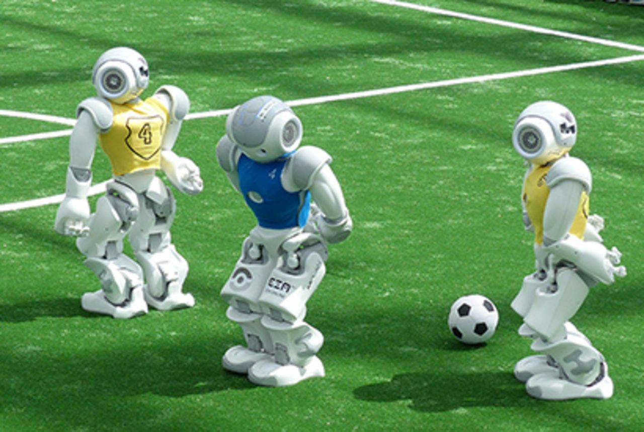 Soccer-playing robots by the Nao-Team of HTWK Leipzig